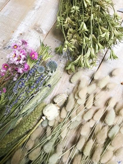 Bosjes droogbloemen zijn op veel plaatsen te koop