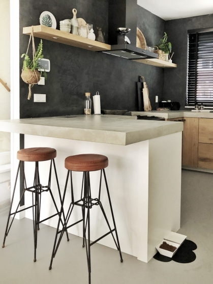 Beton, zwart en hout: perfect match!