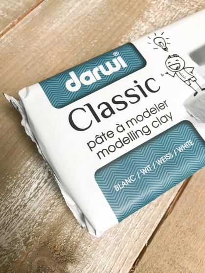 Ik  gebruikte witte boetseerklei van het merk Darwi