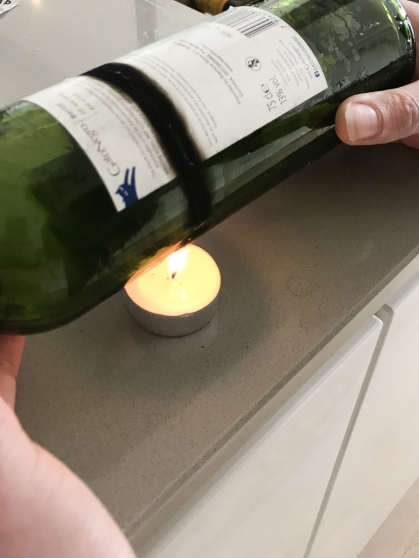 Verwarm de kras goed. Hoe zwarter de rand, hoe warmer!