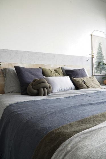 Grijs vormt de basiskleur in de slaapkamer